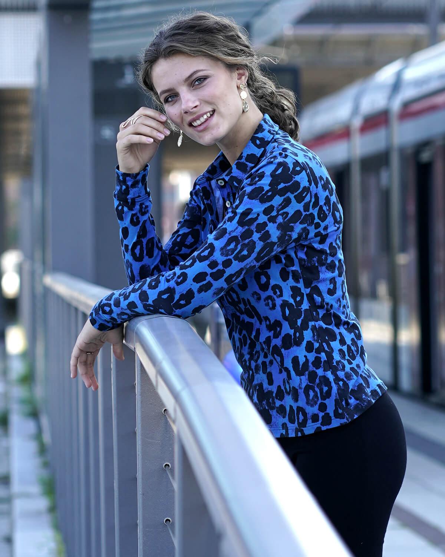Blå leopard skjorte dame