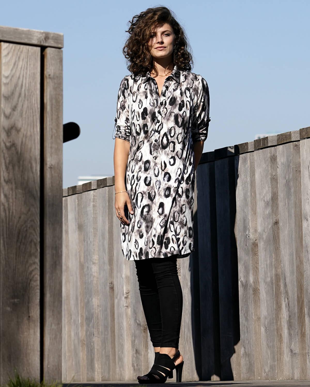 Lys leopard skjortekjole